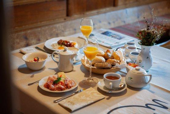 Frühstückstisch im Hotel Zur Post Alpbach