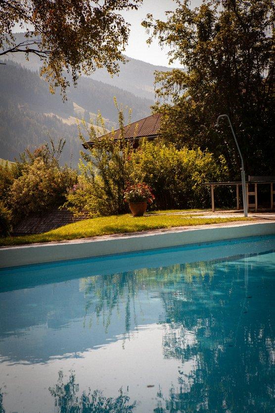 Pool mit Ausblick Hotel zur Post in Alpbach